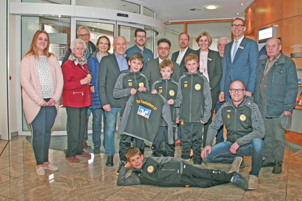U10-Jugend präsentiert neue Trainingsanzüge